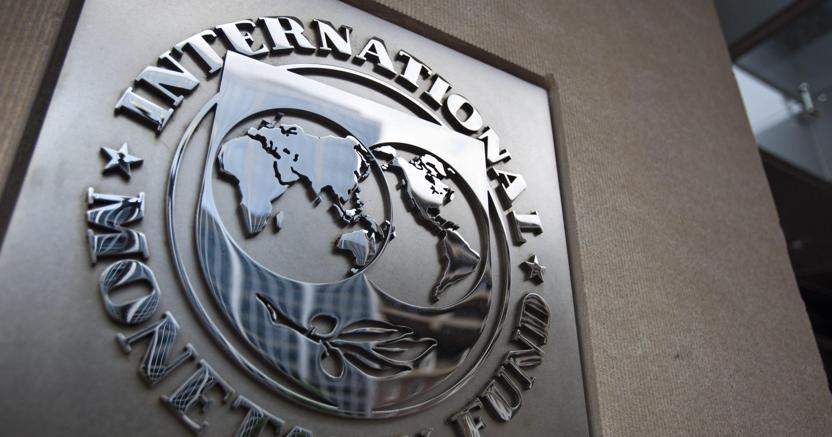 Nel confermare le stime su un probabile aumento del +0,6 per cento del Pil per quest'anno, il Rapporto sull'Italia degli esperti del Fondo monetario internazionale non nasconde le preoccupazioni per le implicazioni dell'attuale politica di bilancio del paese (foto Epa)