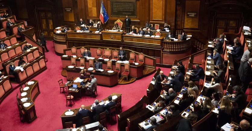 Italia seconda in ue per numero di parlamentari ma con la for Numero senatori e deputati