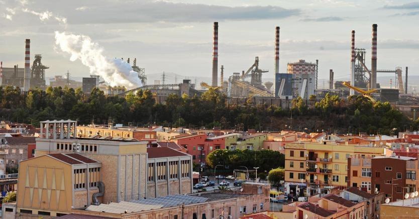 L'Ilva di Taranto (Ansa)