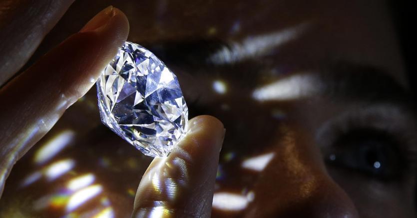 Il sistema di regali dalle società di diamanti alle banche