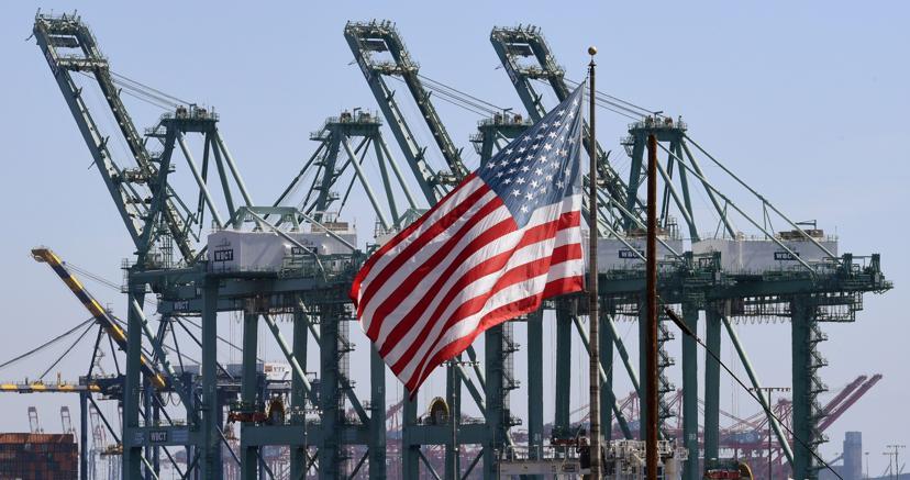 Il porto di Long Beach nella contea di Los Angeles (Afp)