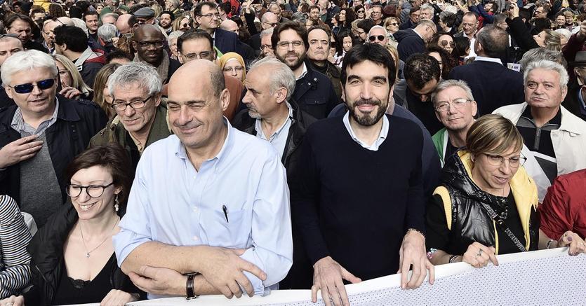 Da sinistra, NIcola Zingaretti con Maurizio Martina (Ansa)