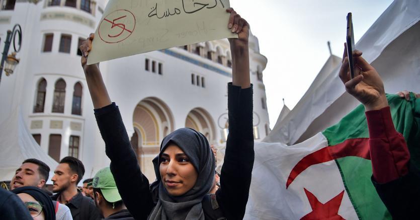 Una nuova primavera? Ad Algeri la gente protesta contro la candidatura del presidente Bouteflika, 82 anni