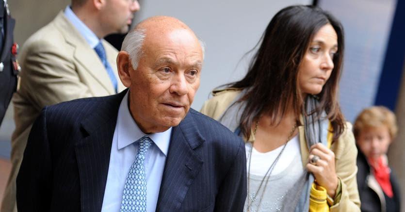 Salvatore Ligresti con la figlia Jonella in una immagine del 26 settembre 2010 (ANSA)