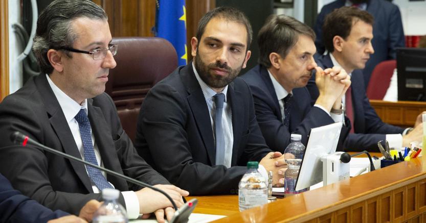 Giuseppe Bescia presiede la commissione Affari costituzionali della Camera (Ansa)