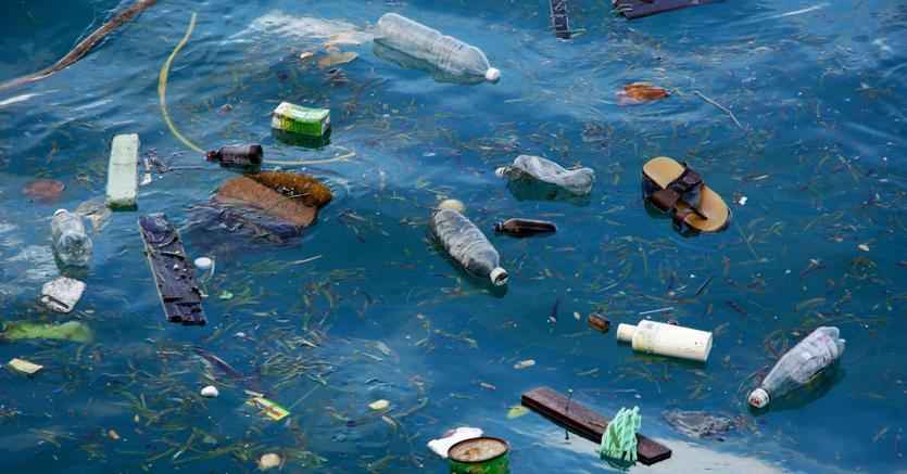 Nel Mar Mediterraneo, che rappresenta solo l'1% delle acque mondiali, si concentra il 7% della microplastica globale (foto Pixtal / AGF)