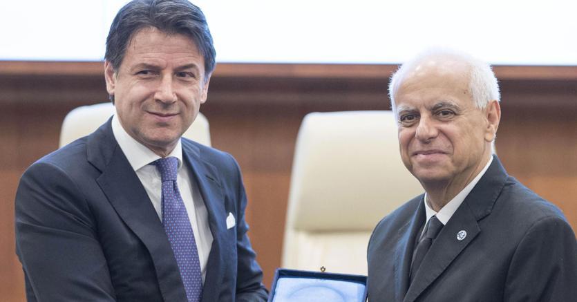 Il presidente del consiglio Giuseppe Conte (S) e il direttore generale del Dis Gennaro Vecchione in occasione dell'inaugurazione dell'anno accademico della scuola di formazione del Dis, Roma, 18 marzo 2019 (ANSA/ FILIPPO ATTILI)