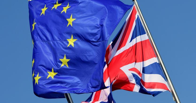 Brexit, proroga al 31 ottobre May: 'Via prima possibile'