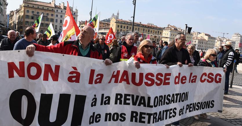 Manifestazione a difesa delle pnesioni a Marsiglia, in Francia