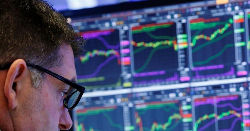 Borsa: Milano gira in calo, attesa S&P