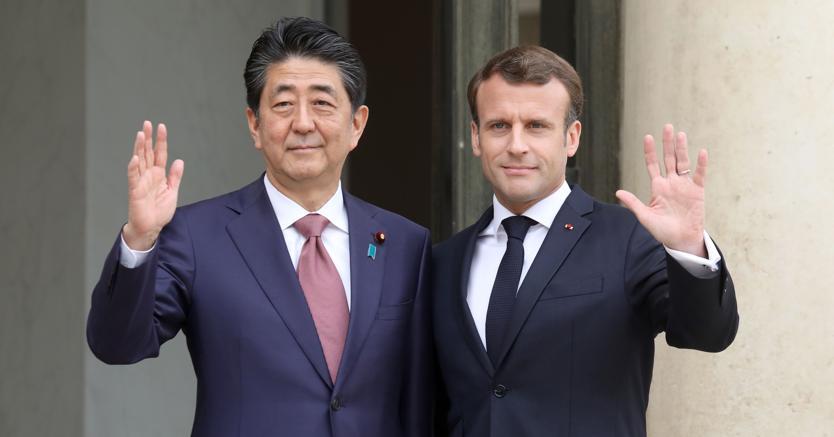 Emmanuel Macron e  Shinzo Abe  (Afp)