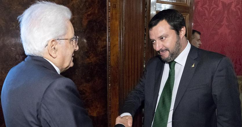 Da sinistra a destra, il Presidente della Repubblica Sergio Mattarella e il vicepremier e ministro dell'Interno Matteo Salvini (foto Ansa)