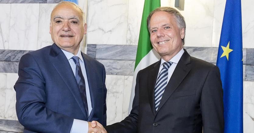 L'inviato speciale dell'Onu Ghassan Salamè (a sinistra) ha incontrato alla Farnesina il ministro degli Esteri Enzo Moavero Milanesi (foto Ansa)