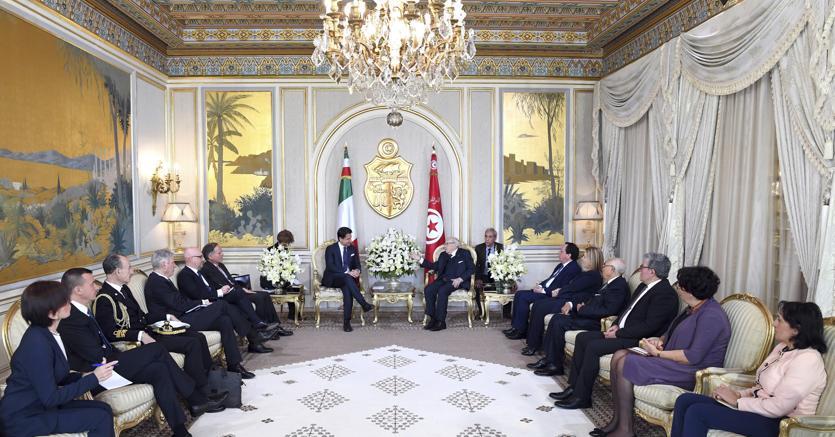 Il premier Giuseppe Conte ha incontrato il presidente della Repubblica tunisina, Beji Caid Essebsi, al Palazzo presidenziale a Cartagine (fonte Ap)