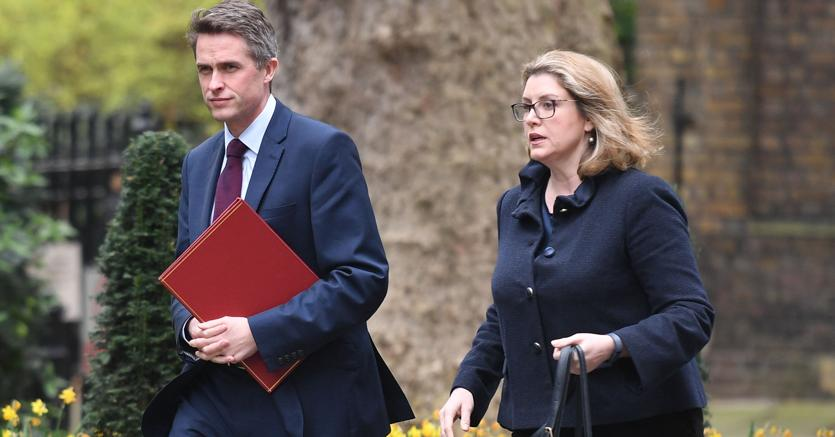 Scandalo Huawei, Theresa May silura il ministro della Difesa