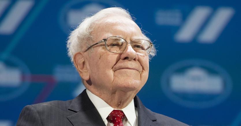 Warren Buffett compra i titoli Amazon, 'idiota a non farlo prima'