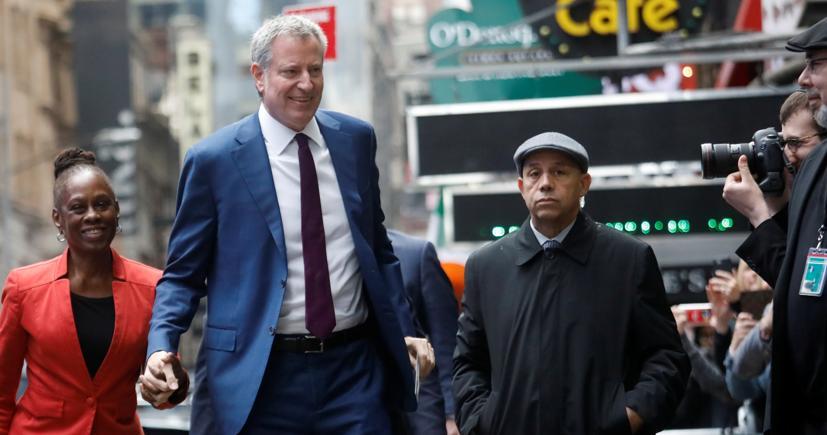 Il sindaco di New York, Bill de Blasio con la moglie Chirlane McCray (Reuters)