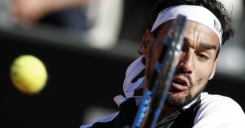 Tennis, Fognini eliminato in due set da Tsitsipas. Federer e Djokovic ok
