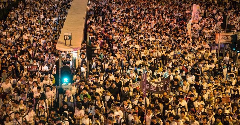 Hong Kong, manifestazione oceanica contro il disegno di legge sull'estradizione in Cina degli imputati (Afp)