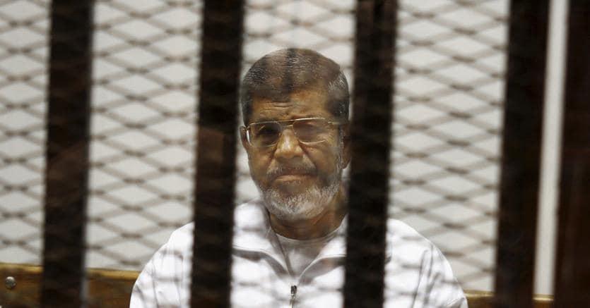 L'ex presidente egiziano Mohamed Morsi è morto in tribunale durante un'udienza del processo in cui era imputato per spionaggio (Ap)