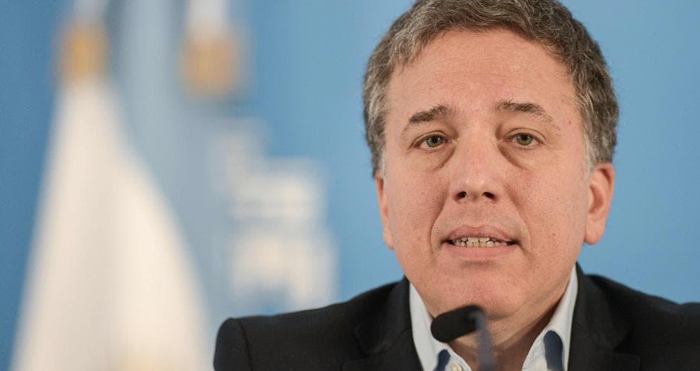offrire sconti più economico comprare popolare Argentina, il ministro dell'Economia Dujovne travolto dalla ...