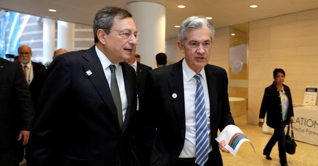 Mario Draghi (a sinistra) con il presidente della Fed Jerome Powell (Reuters)