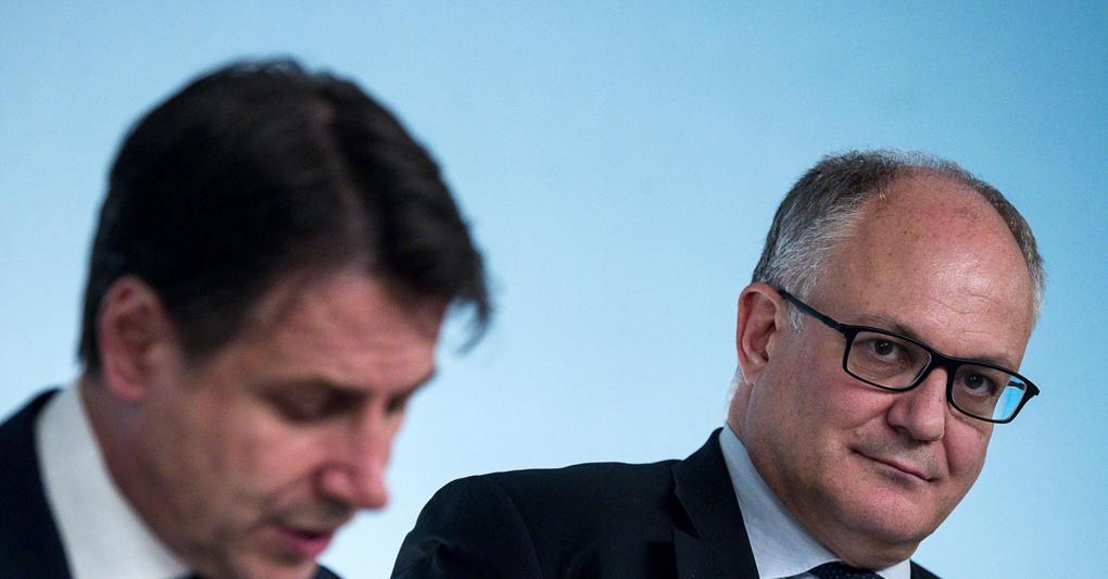 Da sinistra a destra, il premier Giuseppe Conte e il ministro dell'Economia Roberto Gualtieri (foto Ansa)