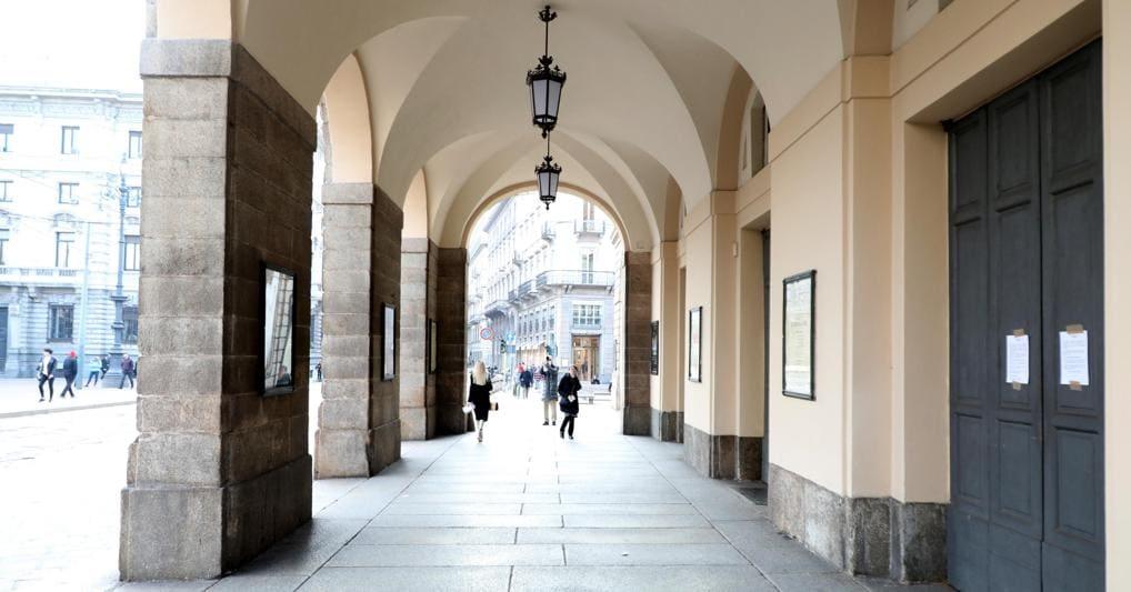 Milano chiude per coronavirus: stop a scuole, cinema, bar dalle 18 alle 6