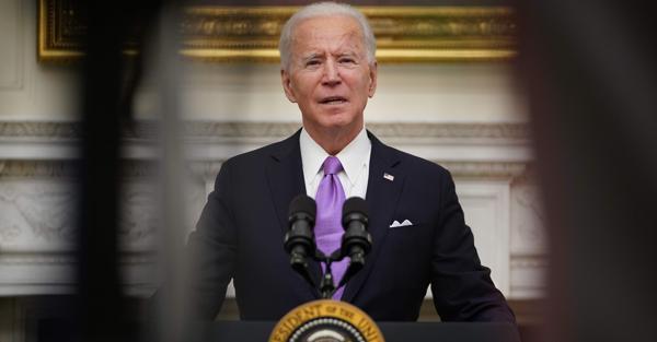 Il neopresidente Usa Joe Biden parla della strategia anti Covid-19 alla Casa Bianca (AFP)