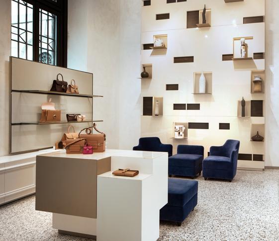 Boutique Delvaux Milano 24 Ore Apre La Il Prima Italiana Sole Kpoxiuz A Aj43LqR5