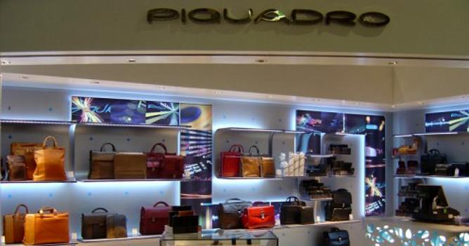 db9566478d Piquadro, shopping in Francia. Acquisita da Richemont pelletteria lusso  Lancel International