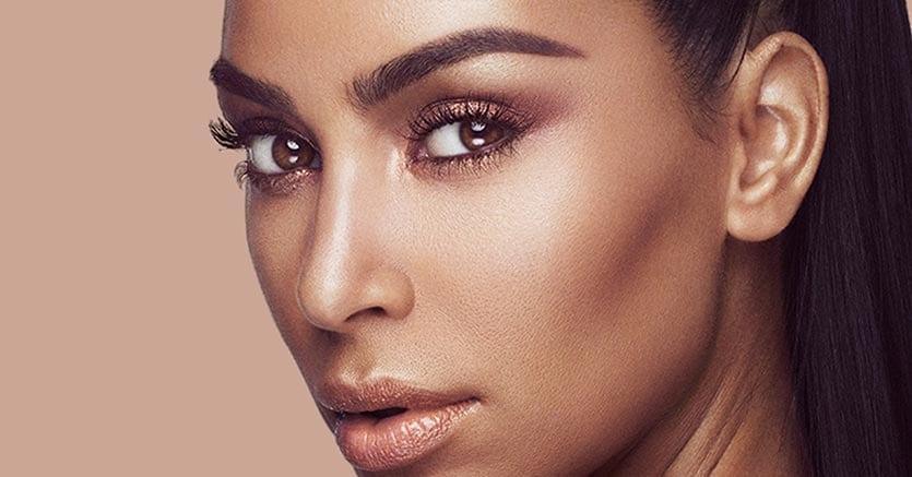 Effetto tridimensionale sul viso di Kim Kardashian grazie alla tecnica del contouring.