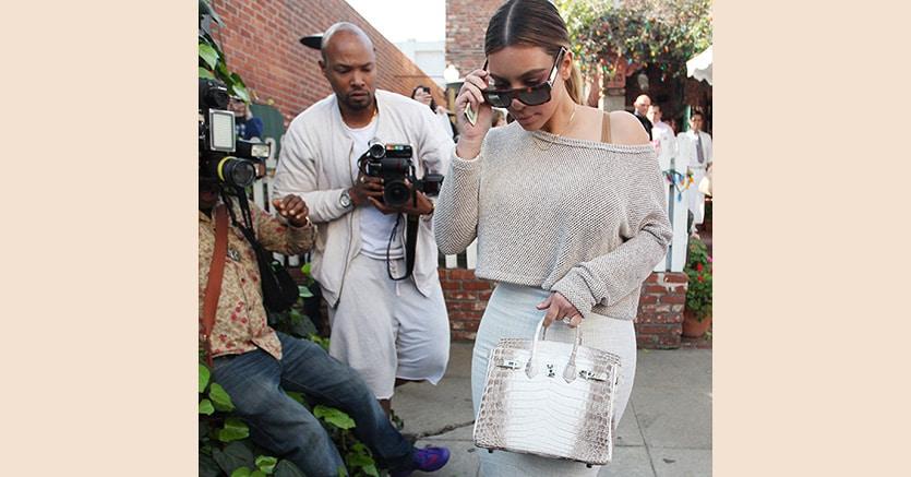Kim Kardashian con una Birkn Bag Himalaya come quella battuta all'asta