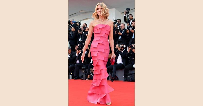 L'attrice australiana Naomi Watts al festival del cinema  in corso a Venezia: l'abito è di Armani Privé, i gioielli sono Cartier
