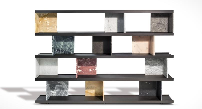Colonnata di Piero Lissoni per Salvatori, ripiani in Rovere thermo e una gamma di 10 marmi come divisori