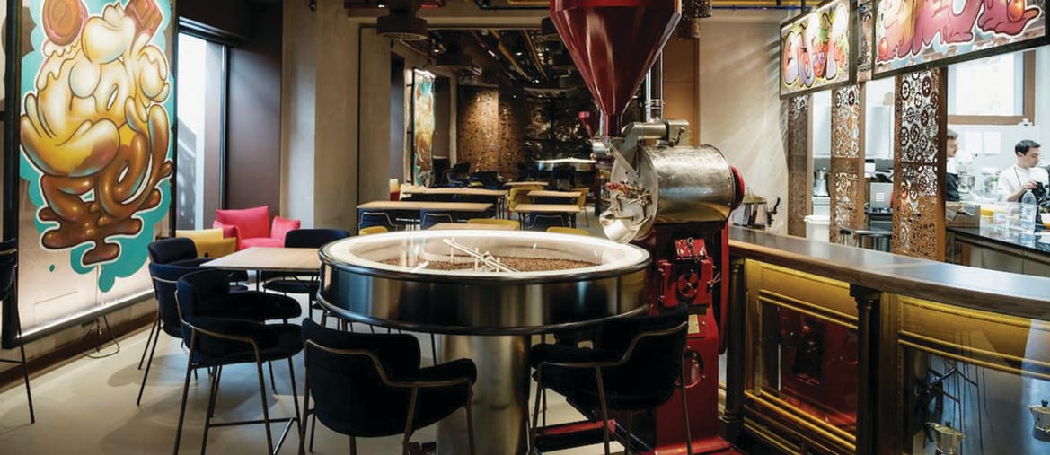 La sala del ristorante Condividere aperto nel nuovo centro direzionale della Lavazza a Torino, realizzato nell'area dell'ex centrale elettrica Enel del quartiere Aurora, su progetto della Cino Zucchi Architetti