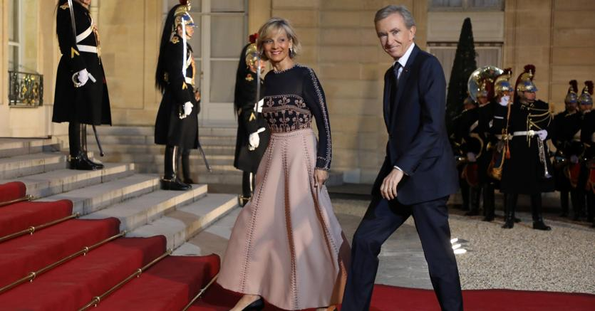 Bernard Arnault e la consorte Helene Mercier-Arnault invitati a cena all'Eliseo due settimane fa (Afp)