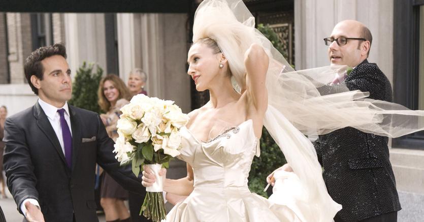 Sarah Jessica Parker nei panni di Carrie Bradshaw nel film Sexy and the City 2, tratto dalla serie tv: il vestito per il  matrimonio con «Mister Big» (che poi non fu mai celebrato)  era firmato dalla stilista americana Vera Wang (Afp)