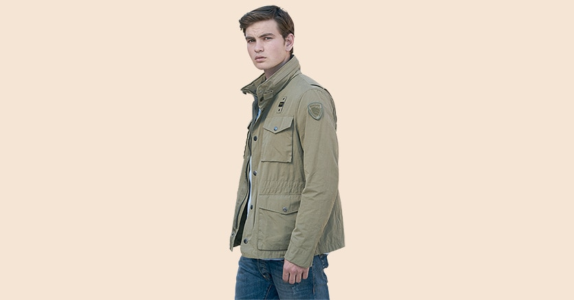 Stile militare. Ha il cappuccio nascosto nello zip la giacca Blauer della collezione PE 2020