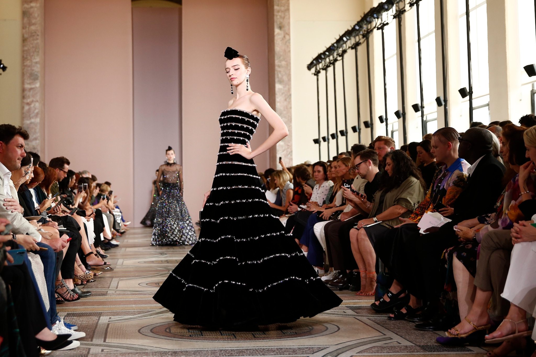 best website 9d95a f2a95 Da Armani e Chanel richiamo all'essenzialità: lusso ...