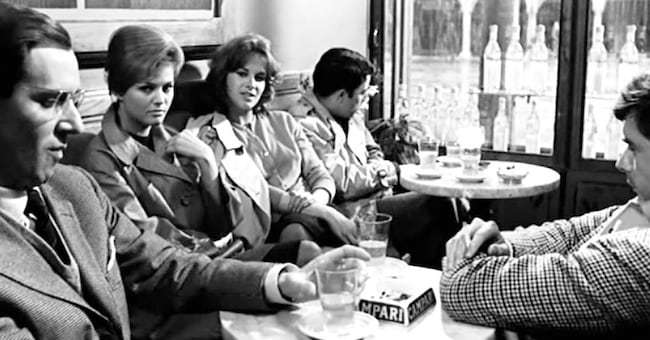"""Al Caffè Meletti di Ascoli Piceno una delle scene più famose del film """"I Delfini"""" di Citto Maselli, con Claudia"""