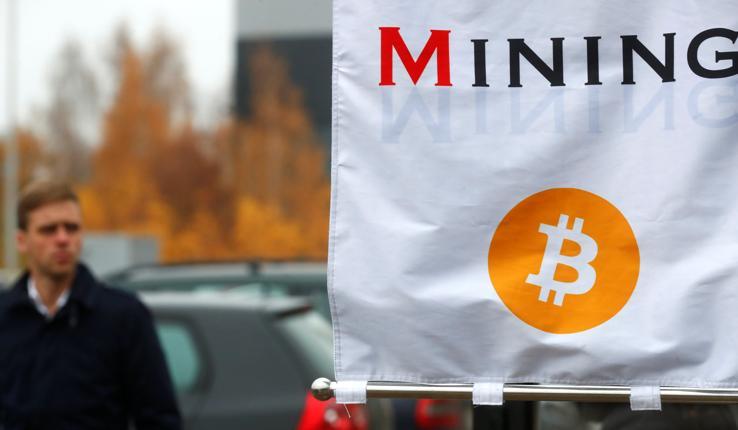 Bitcoin più forte degli hacker: vola a nuovi record. E convince Jp Morgan