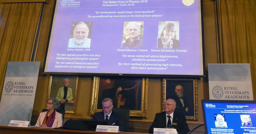 Fisica, il Nobel agli scienziati che innovarono l'uso del laser