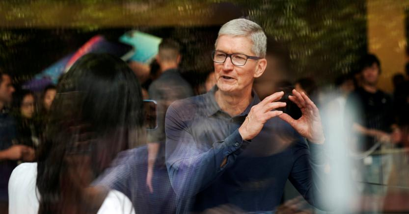 Tim Cook, ceo di Apple - Reuters