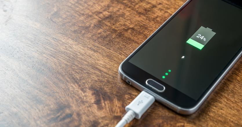 sur des coups de pieds de vente énorme qualité incroyable Smartphone, otto consigli per salvare la batteria - Il Sole ...