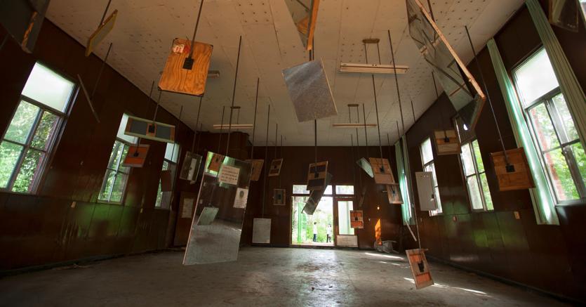 Yoshitomo Nara Tobiu  2018 Sculture e disegni Installazione alla Biennale di Gwangju