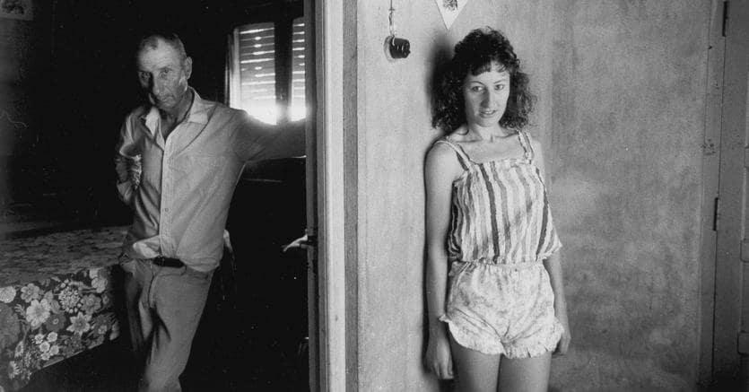 """Paola Agosti, """"Salvador Gilli con la figlia Gloria"""", Las Varillas, 1980 (Courtesy l'artista e Collezione Donata Pizzi)"""