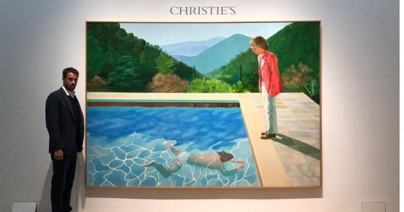 Loic Gouzer accanto al Portrait of an Artist (Pool with Two Figures) di David Hockney