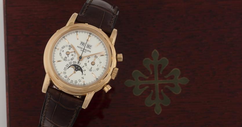 """Cambi Casa d'aste, un orologio Patek Philippe """"referenziale 3970E del 1990"""", caratterizzato da cronografo con calendario perpetuo e fasi lunari, aggiudicato a 65mila euro"""