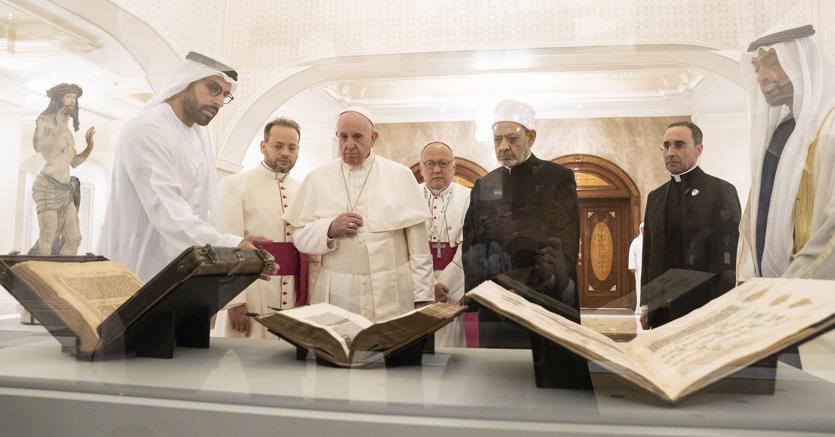 Il papa e l'iman davanti alle nuove opere in collezione del Louvre Abu Dhabi